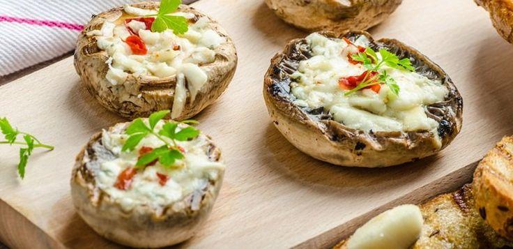 Te presentamos una deliciosa receta, champiñones rellenos de queso, para que disfrutes a la hora de la cena.