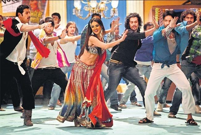 Sunny Leone & John Abraham in Shootout At Wadala
