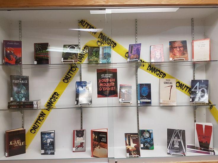 Library display. Halloween.   Horreur