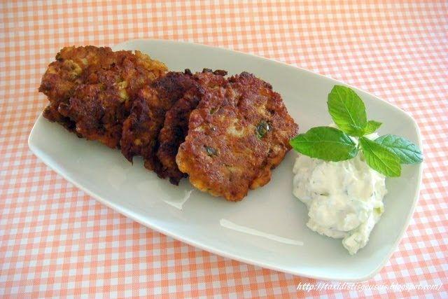 Υλικά  ½ κιλό κολοκύθια  2 αυγά ½ ματσάκι άνιθο ψιλοκομμένο λίγα φύλλα δυόσμου ψιλοκομμένα 3 κ.σ ελαιόλαδο 200 γρ. φέτα τριμμένη 2 κρεμμύδι...