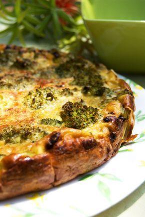 Receita de Torta de Brócolis. Rico em cálcio, o brócolis deve fazer parte do seu dia a dia. Experimente essa receita com esse vegetal precioso!