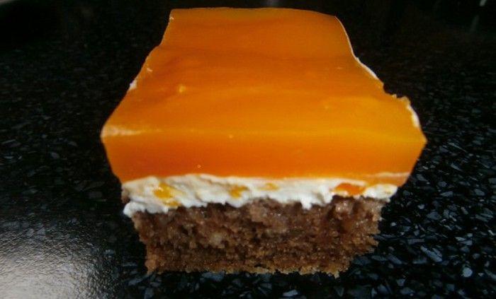 Hrnkový zákusek plný tvarohu a mandarinkové pudinkové hmoty. Autor: marunda