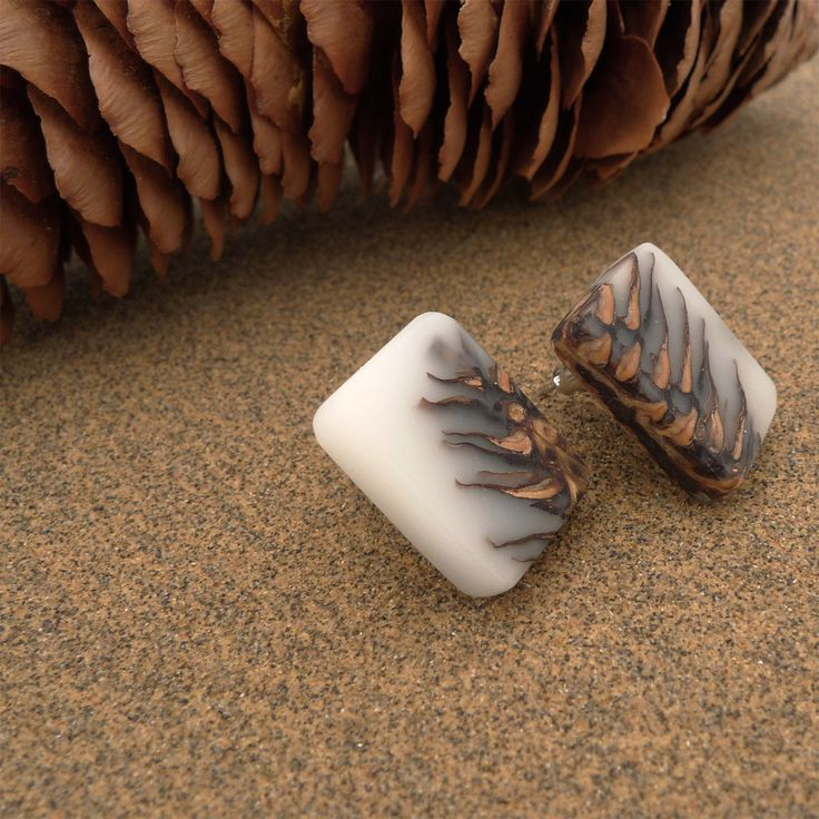 White Ecoresin and pinecone stud earrings - Hidden Garden jewelry - 4