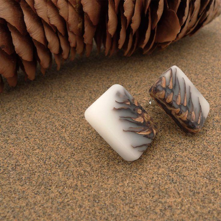 White Ecoresin and pinecone stud earrings - Hidden Garden jewelry - 4