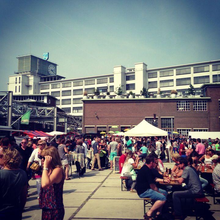 FEEL GOOD MARKET | Elke 3de zondag van de maand is De Feelgood Market te vinden op Strijp -S. Een bruisende markt vol Design, Art, Fashion, Streekproducten, vintage, sieraden, lifestyle, kids stuff, (bio) Food en mooie, originele, eigenzinnige creaties van geïnspireerde ontwerpers, ambachtslieden en creatievelingen. Meestal aangeboden door de maker zelf. Met daarnaast live- muziek, workshops, dans en theater. | Klokgebouw, Strijp-S, Eindhoven