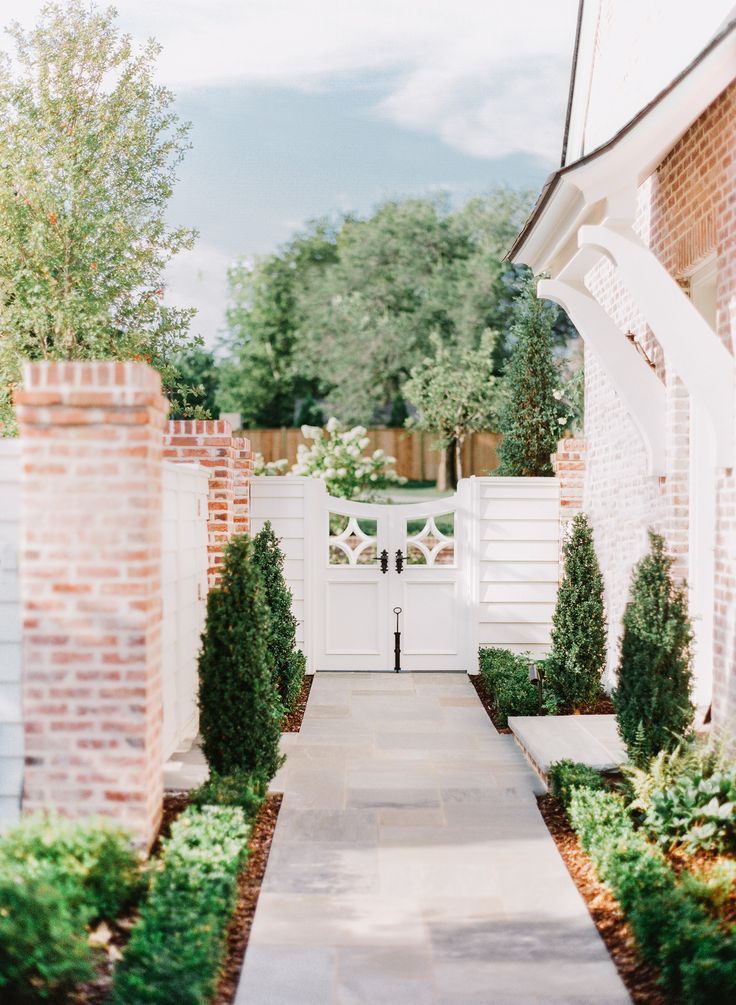 Landscape Architecture By Anne Daigh Nashville Home Fujifilm 400 Gate Design
