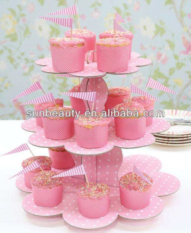 A Cupcake Themed 1st Birthday Party With Paisley And Polka: Torre Para Cupcakes De Carton - Buscar Con Google