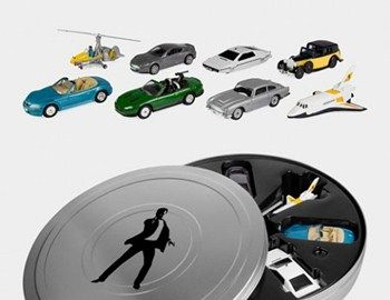 "Mε την ευκαιρία της συμπλήρωσης 50 χρόνων για τον 007, ένα συλλεκτικό σετ με μινιατούρες αυτοκίνητα από τις ταινίες ήταν αναμενόμενο να κυκλοφορήσει. Περιλαμβάνει 8 οχήματα του James Bond. Την BMWZ3 από το ""Golden Eye"","