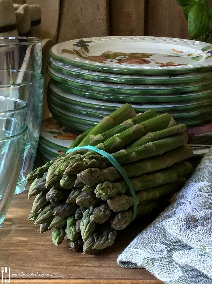 Fagottini di sfoglia con asparagi e speck