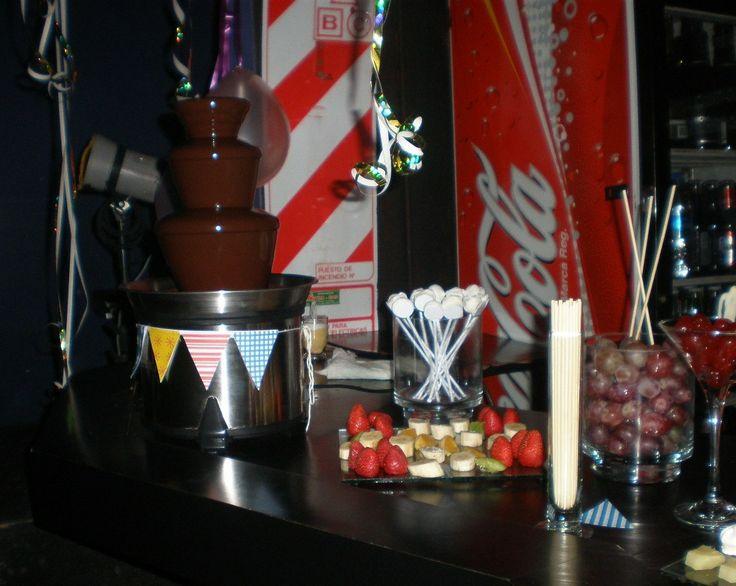 Mesa dulce con fuente de chocolate By Dulcinea de la fuente www.facebook.com/dulcinea.delafuente   #fiesta #festejo #cumpleaños #mesadulce#fuentedechocolate #agasajo# #candybar  #tamatización #personalizado #souvenir #party box #regalos personalizados #catering finger food#catering de té y chocolate