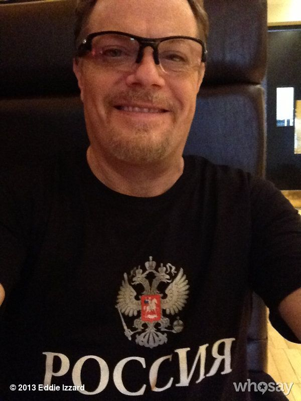 "Eddie Izzard's photo ""Я думаю, что меня зовут 'Эдди...""  on @Jose Quilisadio can really notice how small he really is [with that huge noggin, that we all love] ♥♥"