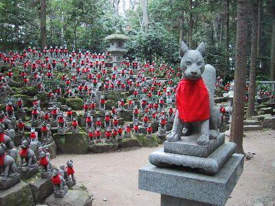 お稲荷さんの大群 Horde of Oinarisan, Japan