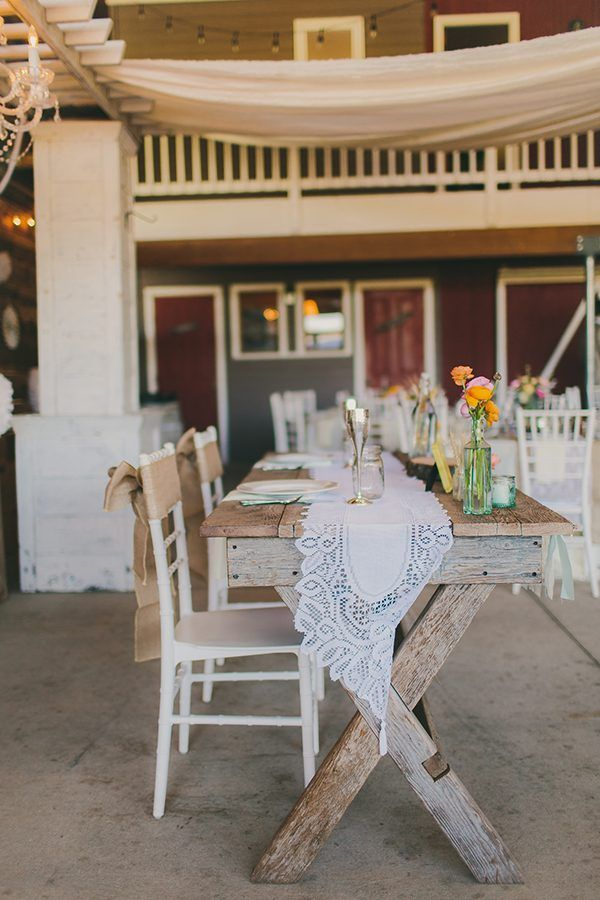 деревенские свадебные столы фото Линдси Гомес фото http://ruffledblog.com/colorful-california-wedding-with-whimsy