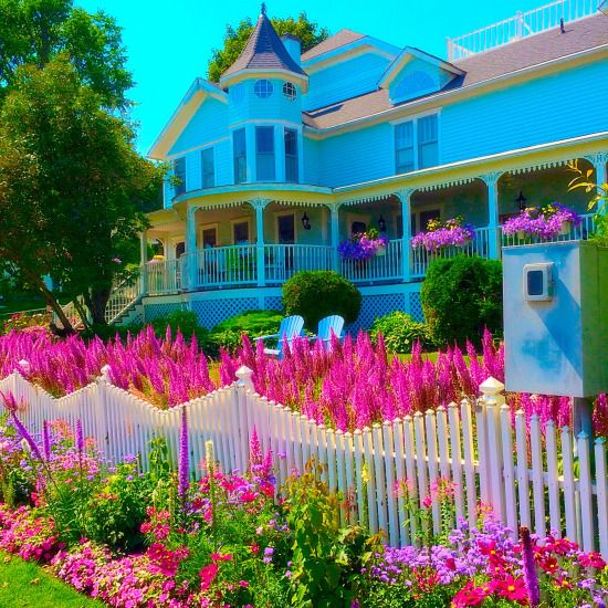 Check out the most recent entry in my Travel Diary: Mackinac Island, Michigan, home of the Fudge Capital of the nation!