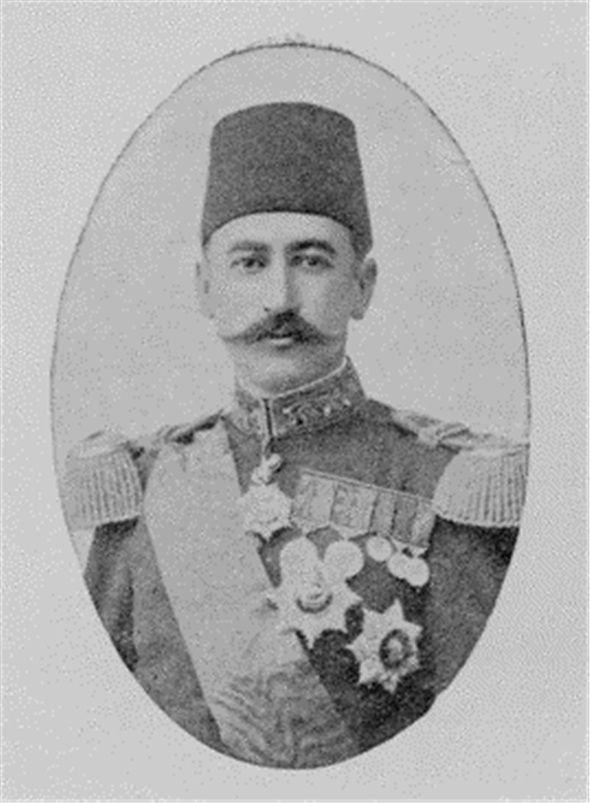 Cemil Topuzlu, 1886'da ise Gülhane'deki Mekteb-i Tıbbiye-i Şahane'yi bitirdikten sonra yirmi yaşında yüzbaşı rütbesiyle doktorluk diplomasını aldı. Cerrahi uzmanlığı için Paris'e gönderildi. Zeynep Kamil Hastanesi'ni yeniden düzenledi ve ilk özel hastane olarak hizmete açtı. Mekteb-i Tıbbiye-i Şahane ile Mekteb-i Tıbbiye-i Mülkiye'nin birleştirilerek 1910'da Tıp Fakültesi adı altında öğretime geçmesini sağladı; kendisi de bu fakültenin başına getirildi.