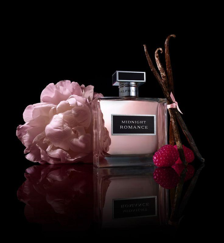 Ralph Lauren Midnight Romance Eau de Parfum spray is een explosie van passie, verleiding en liefde. Een gepassioneerde omhelzing van verleidelijke zwarte vanille, intens amber, sensuele pioenrozen en een explosie van sprankelende framboos. Een sensueel, betoverend, mysterieus, spannend en rebels parfum.