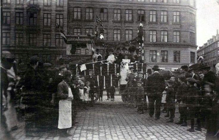 Optog på Halmtorvet, måske i anledning af Norges selvstændighed i 1905. Foto KB.dk