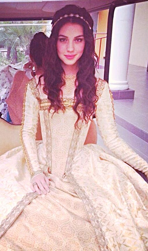 AH! I want her hair! Adelaide Kane