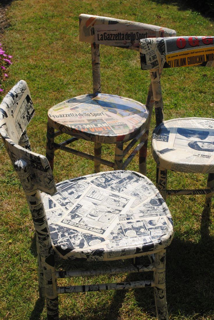Sedie vintage rivestite con vecchie carte sedie for Sedie decorate a decoupage