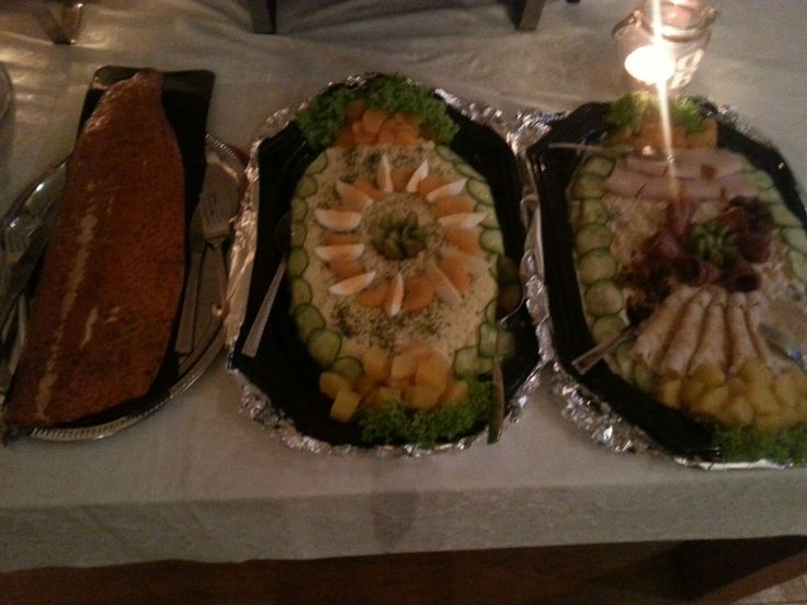 Buffet met salades en schepzalm