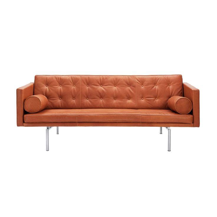 Ritzy är en 3-sits soffa från DUX som lämpar sig väl för såväl hem som kontor. Vackert designad rygg för placering med soffryggen ut mot rummet. DUX Pascalspiraler i sitsen.