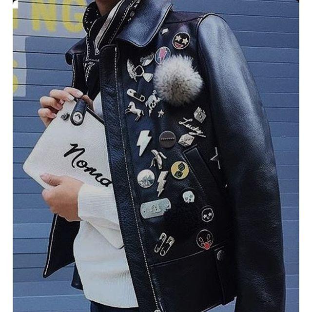 k.molly▪️ . . #outfit #ootd #jacket #pinbadge #ridersjacket #leatherjacket #details #design #streetsnap #women #womensfashion #海外スナップ #バッジ #レディース #レディースファッション #ライダース #今日のコーデ #今日の服