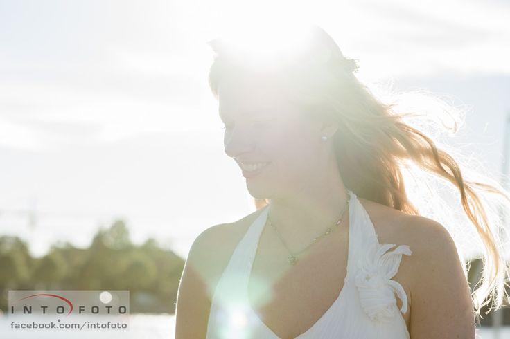 Brud i modlys #Bryllup #Wedding #Brud #Bride #Bryllupsfotograf #Intofoto #Bryllupsfoto #Bryllupsfotografering #Hillerød #Nordsjælland