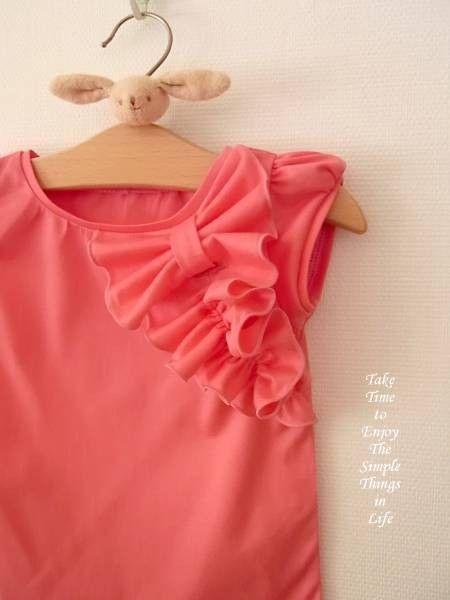 ホットピンク色の天竺ニットでリボンフリルパフTを作りました。大きめのリボンとフリルがポイントのパフTです。ピンクに朱色が混ざったような元気なオレンジピンクにな...|ハンドメイド、手作り、手仕事品の通販・販売・購入ならCreema。
