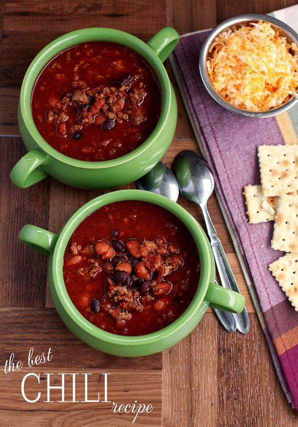 The best homemade chili recipe. Tomato sauce, black beans, chili beans, lean ground beef and sausage. #chilirecipe #chili #gameday