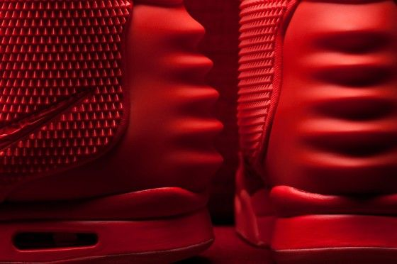 the-sneaker-lab-looking-into-the-construction-and-quality-of-the-air-yeezy-2-red-octobers-5