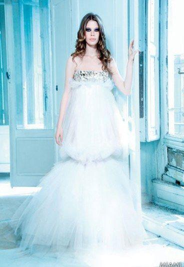 max chaoul robe celeste | Vestido celeste para una novia menuda y refinada. Max Chaoul demuestra ...