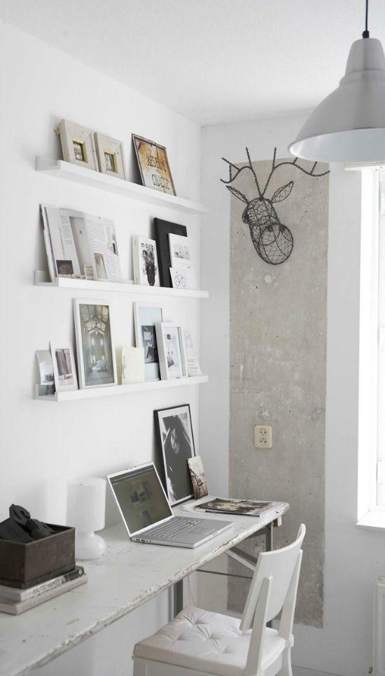 Een werkplek waar je wel wat inspiratie kunt gebruiken? Met deze planken maak je een overzichtelijke inspiratiewand! Tijdschriften, artikelen, foto's, plaatjes...