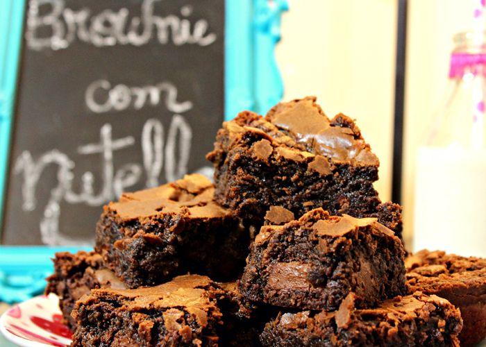 Conheça dicas de sucesso sobre como fazer brownie para vender. Dá para ganhar mais de R$6.000 por mês trabalhando de casa com essas gostosuras!