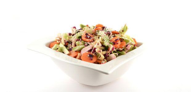 Met een Aziatische koolsalade, is het echt de dressing die het recept een briljante snelle en gezonde salade maakt. Een fantastisch recept deze koolsalade!