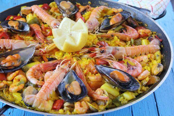 Paella de marisco. Quizás me equivoque pero creo que la paella de marisco y la tortilla de patatas son los platos más representativos de la gastronomía española y no podría decantarme por ninguno de los dos, ¡me encantan!