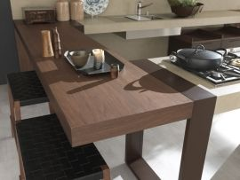 6. Natural essences, iron looks, solid woods and cement effect resins mark out a style which might undertake two different but complementary directions: urban chic and rustic charm. (3/3)