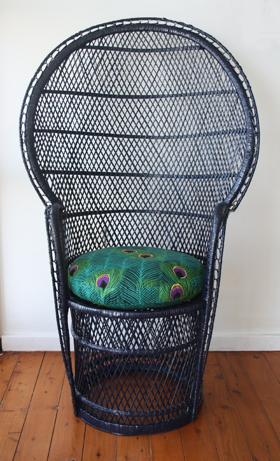 Vintage Peacock Chair. gotta find one for the backyard