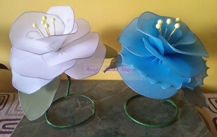 Óriás harisnyavirág asztali dekoráció kék és fehér színben