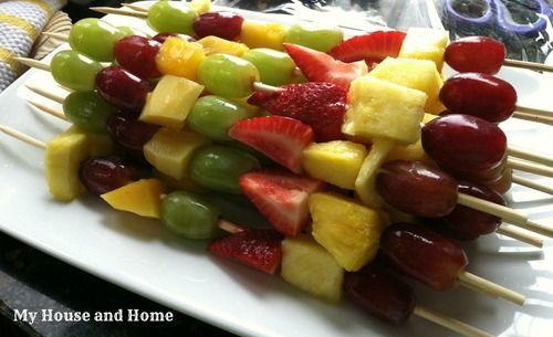 My House and Home - Home - Pirateparty Brochettes de fruits sur des épées?