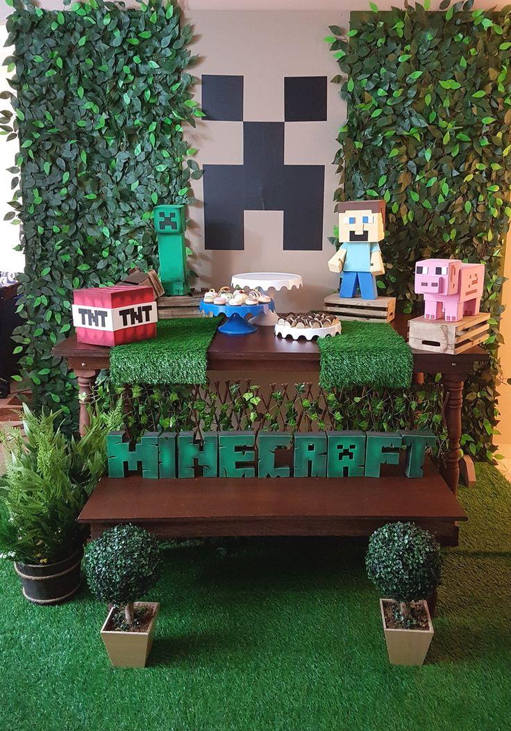 LOCAÇÃO de decoração de Festa tema MINECRAFT    (Atendemos SP e região) Consulte data e frete.    Pacote INCLUI:    1 Mesa rústica 1,60 x 0,80  1 Mesa menor aparadora 1,20 x 0,50  2 Caminhos de mesa de Grama  3 Bonecos do Tema Minecraft + 1 TNT  3 Boleiras (2 Brancas e 1 Azul)  4 Caixotes de made...