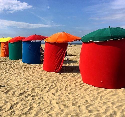 Les fameux parasols   Deauville - Tourisme, Evénements, Mairie - Site officiel de Deauville