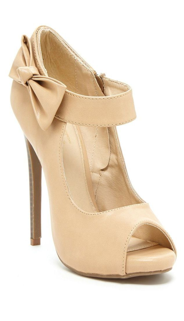 Nude Bow Pumps <3