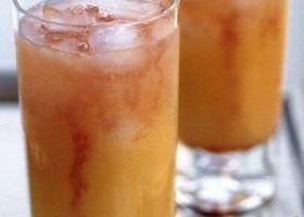 Коктейль «Утренняя радость» (Morning Joy) https://www.go-cook.ru/koktejl-utrennyaya-radost-morning-joy/  Данный коктейль, родом из США, рекомендуется, как более крепкая замена утреннему фруктовому соку к завтраку. Употреблять его или нет — зависит от вашего личного желания, и от того насколько «веселым» был предшествующий вечер. Рецепт коктейля «Утренняя радость» Время подготовки: 5 минут Время приготовления: 5 минут Общее время: 10 минут Кухня: Американская и Канадская Тип: Напиток … Читать…