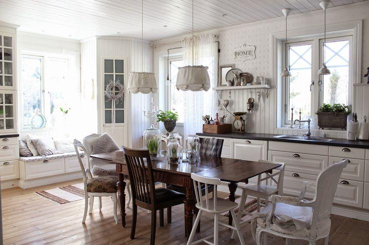 CLARAS HEM PÅ BYVÄGEN : Nybygget; kök