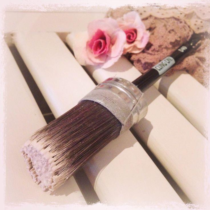Handgjorda syntetiska penslar. Håller mycket färg och är toppen att använda till möbler och tingmåleri med vattenburna färger!  #clingon #clingonbrush #clingonbrushes #måla #målademöbler #chalkpaint #claypaint #milkpaint #färg #målamöbler #fmclingon