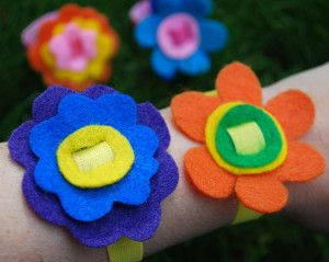 No Sew Flower Power Bracelet  Great idea for Daisys to make!!!