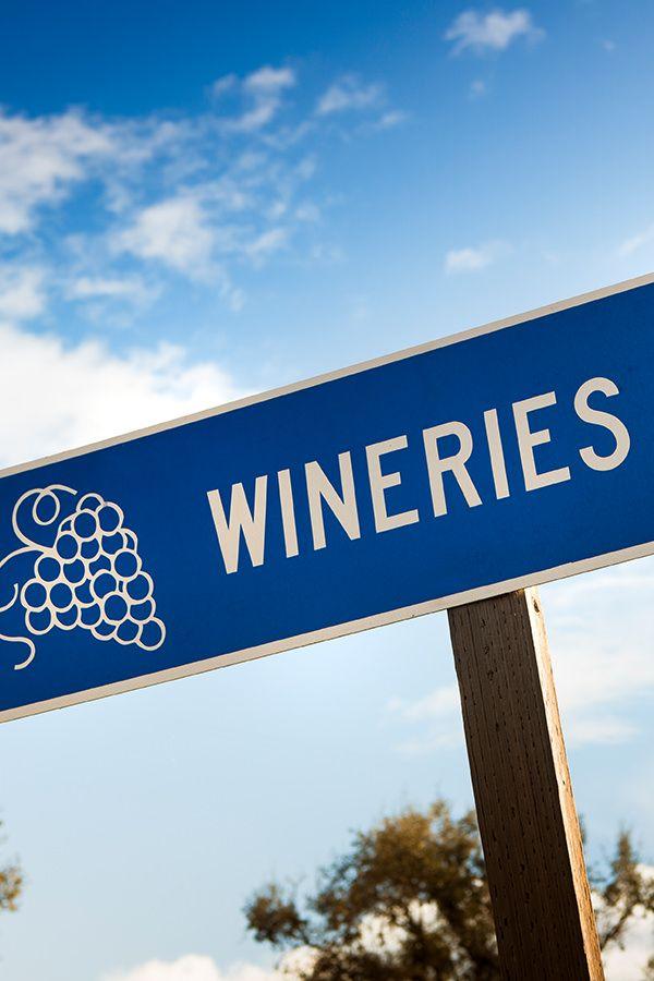 %TITTLE% -  Wer sich mit Wein auskennt, geniesst nicht nur Ehrfurcht von anderen – vor allem bereitet er sich selbst viel Genuss. Um Weinkenner zu werden, muss man zuerst einmal wissen, wo es die guten Weine gibt. Was denken Sie: Was macht einen Weinkenner aus? Weiss er Bescheid über alle Anbaugebiete... - https://cookic.com/weinkenner-werden-teil-1-gute-weine-finden.html