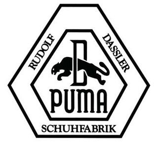 """La compañía se formó en los primeros años de la decada de 1920 bajo el nombre Gebrüder Dassler Schuhfabrik, que traduce algo como La Fábrica de zapatos de los hermanos Dassler, los fundadores fueron Rudolf """"Rudi"""" Dassler y su   hermano Adolf """"Adi"""" Dassler, fundador de Adidas."""
