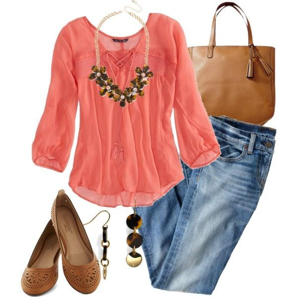 I like this top, would really like a gauze top like this one for the summer. And Capri jeans to wear with it.