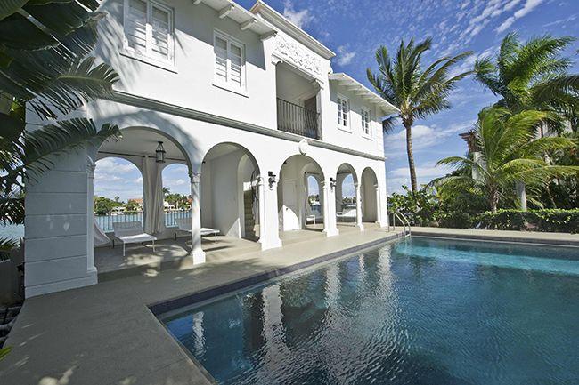 Corría 1928 cuando Al Capone compró esta mansión de 2780 metros cuadrados en Miami Beach, donde pasaría los últimos ocho años de su vida desde su salida de prisión en 1939. Hoy, una inmobiliario la ha puesto a la venta en casi 10 millones de dólares, después de que inversionista venezolana la haya restaurado con …